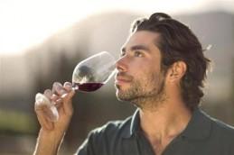 Вино может навредить сильнее водки и пива