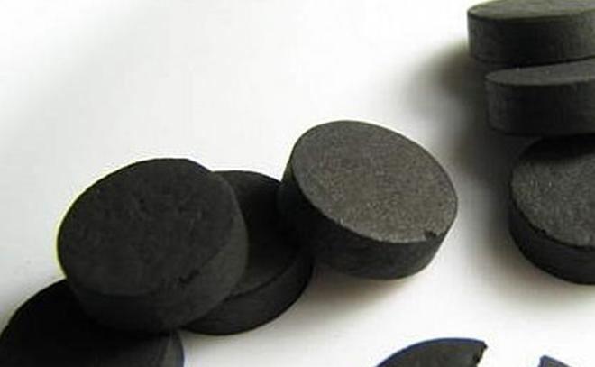 Активированный уголь чистит кожу и помогает худеть