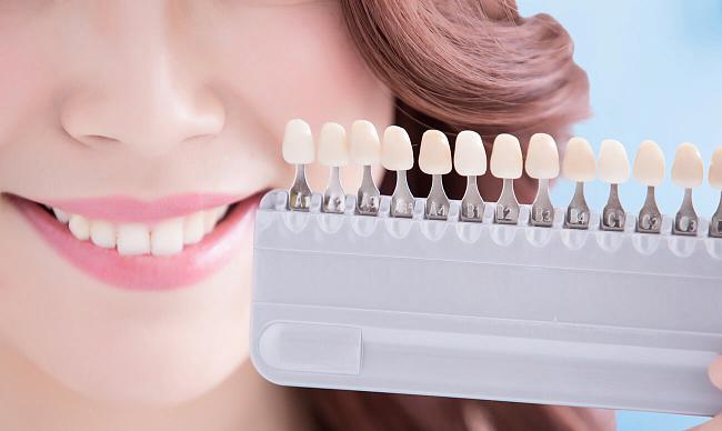 Эффективное отбеливание зубов холодным светом