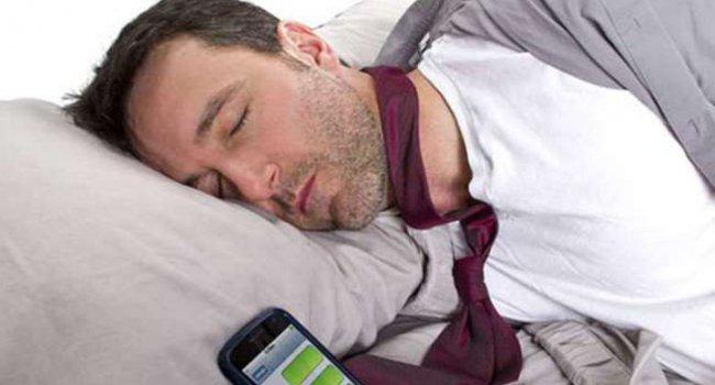 Спать рядом со смартфоном опасно