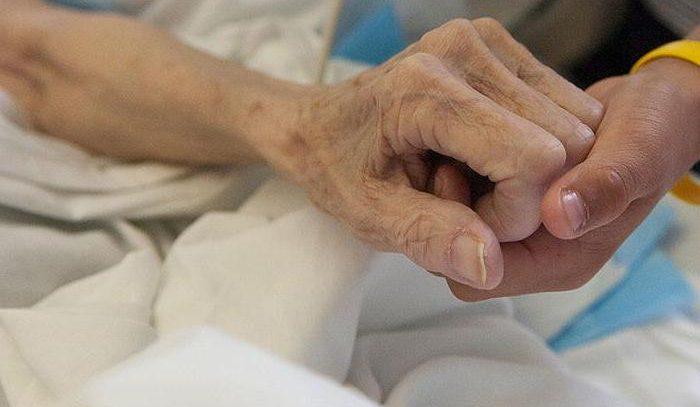 Ученые рассказали, как избежать смерти от рака