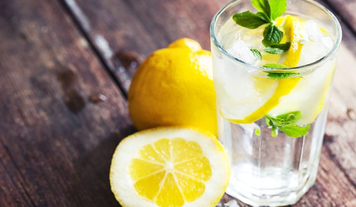 Семь причин держать под рукой воду с лимоном