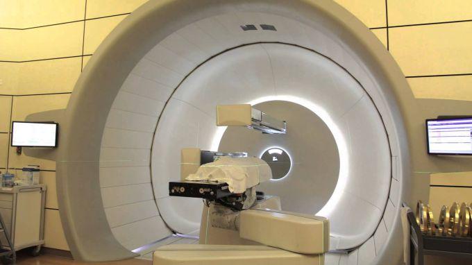 Как протонная терапия помогает лечить онкологию