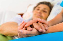 Выпадение прямой кишки: лечить в домашних условиях или срочно к врачу?