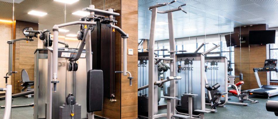 Как оборудовать спортивный зал: современные силовые тренажеры