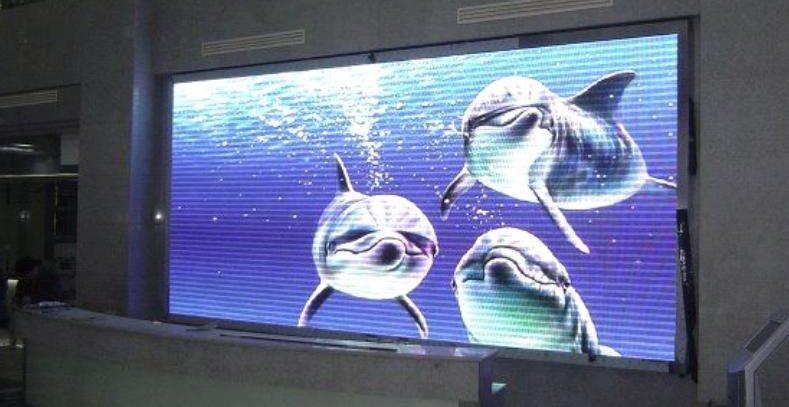 Как организовать рекламу в помещении: светодиодные экраны и вывески