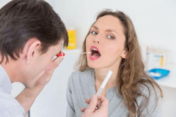 Почему опухло нёбо во рту?