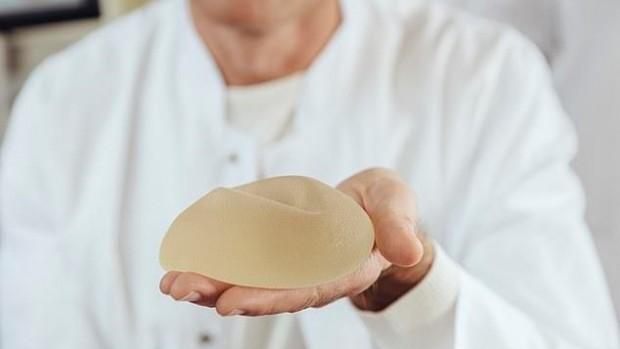 Силиконовые имплантаты повышают риск развития артрита и рака кожи