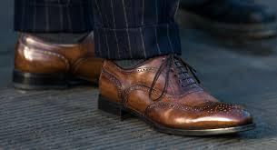 Сколько джентльмену нужно ботинок?