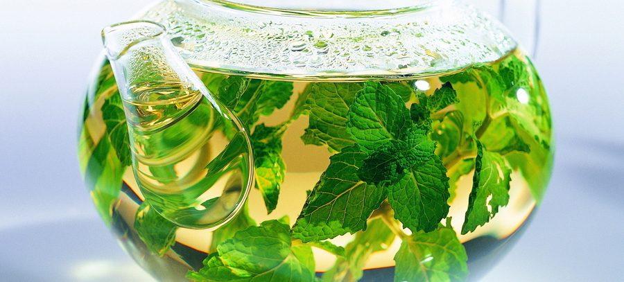 Чай с температурой выше 65 градусов связали с раком пищевода