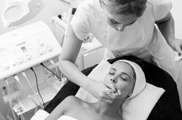 Прием дерматолога – как часто и зачем нужно показываться врачу?