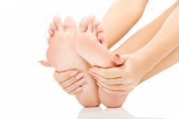 Огрубевшая кожа на ступнях может быть связана с раком пищевода