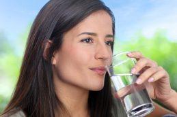 Как начать пить больше воды