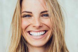 Как вернуть зубам ослепительную красоту?
