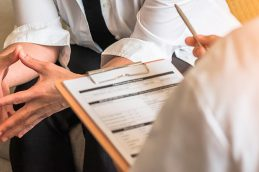 «Женский» рак: ранние симптомы рака яичников и рака шейки матки