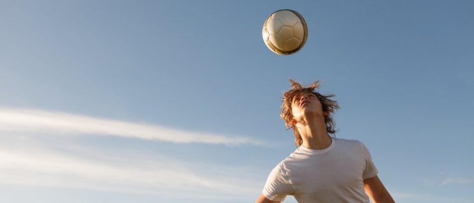 Удары головой по мячу опасны для зрения