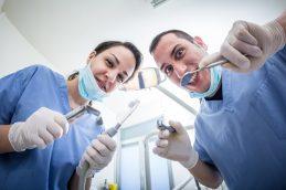 За красивой улыбкой идем к стоматологу