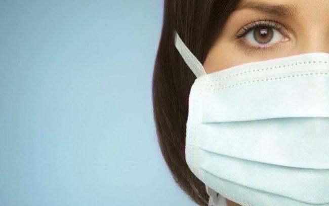 Какой стороной надевать медицинскую маску на лицо