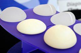 Безопасность грудных имплантов: правда или миф?