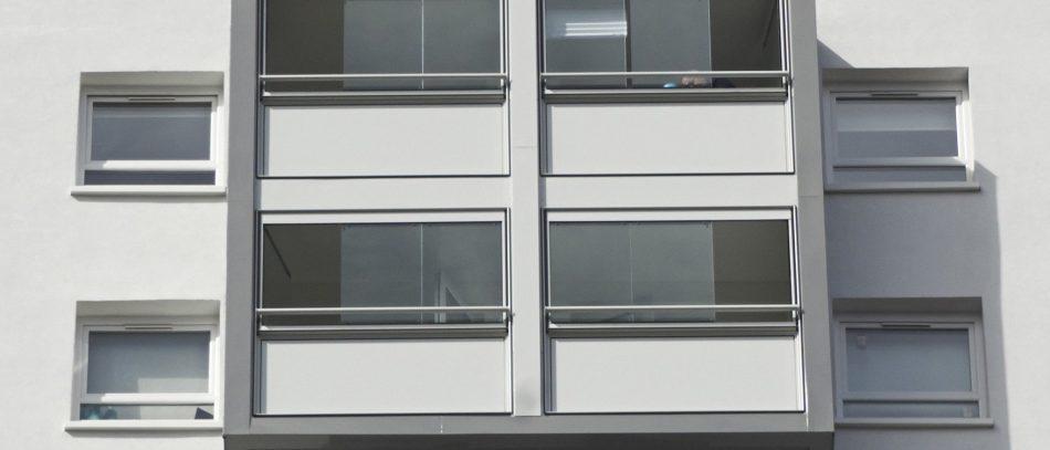Почему стоит выбирать алюминиевый профиль для балконного остекления?