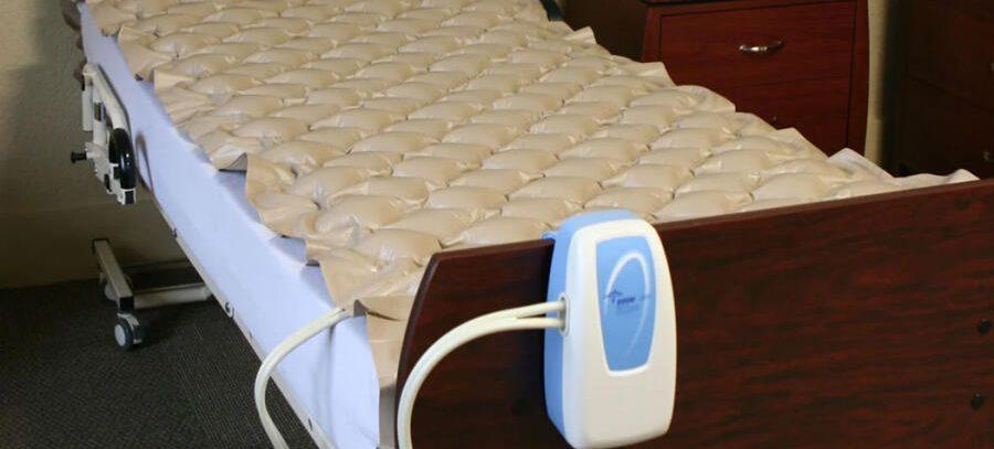 Как выбрать противопролежневый матрас для лежачего больного?