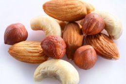 Орехи защитят от рака печени